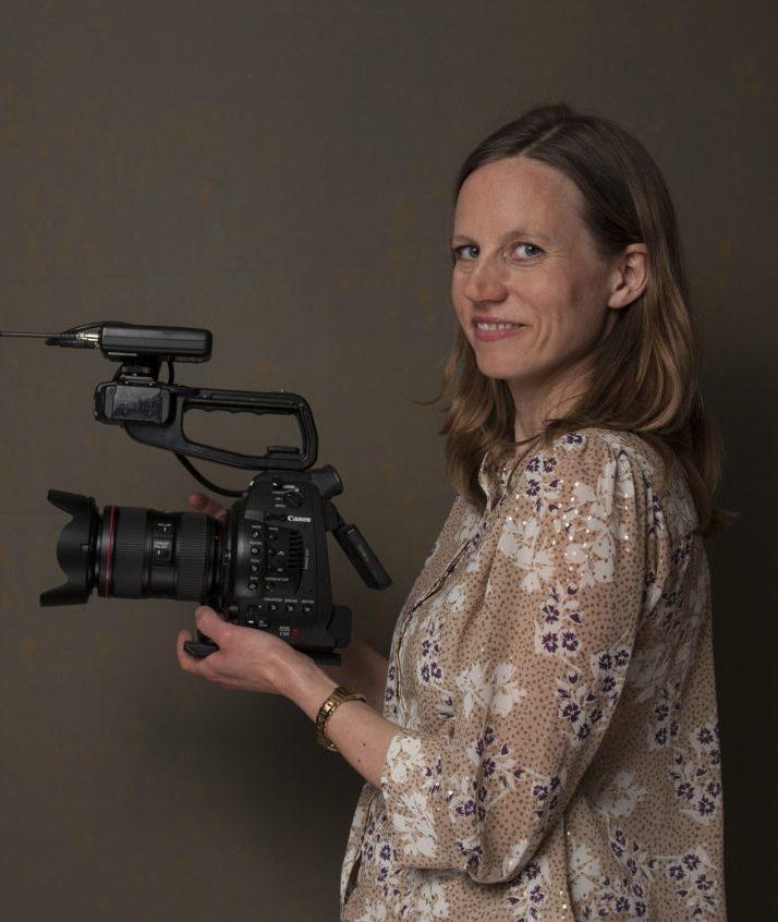 Nanna med kamera
